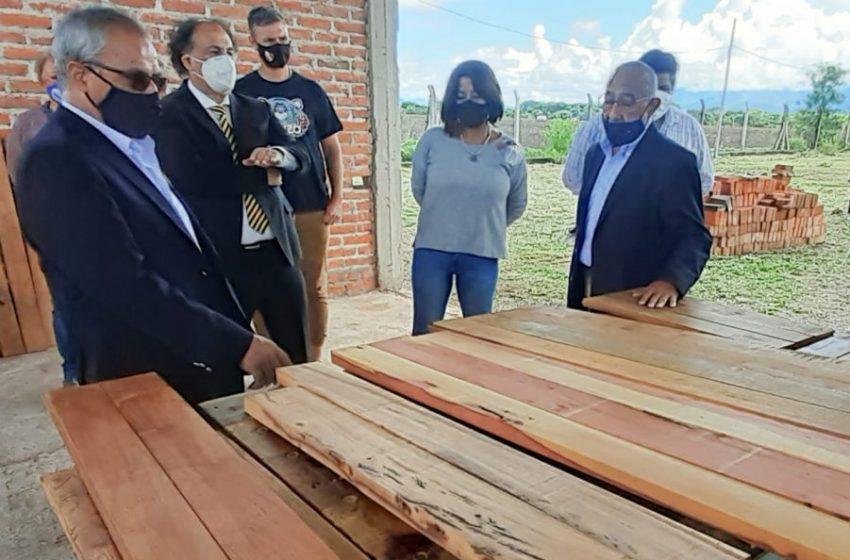 Parque Industrial de Perico: El ministro Álvarez García dialogó con emprendedores