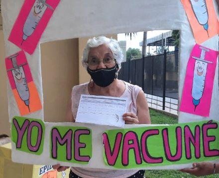 1460 mayores de 60 años ya recibieron la vacuna en el interior