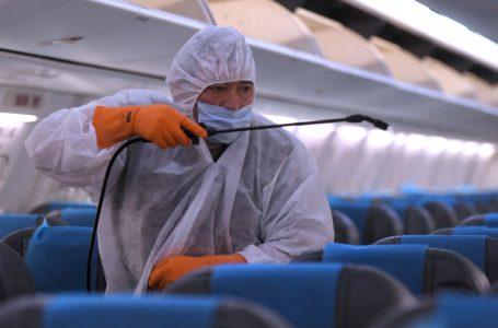 Télam 22/10/2020Buenos Aires:Aerolíneas Argentinas reinició hoy la operatoria regular, que estaba suspendida desde el 20 de marzo por la pandemia de coronavirus, con un vuelo que se llevó a cabo en medio de estrictos controles sanitarios, que incluyen la fumigación de las aeronaves. foto: Julián Alvarez